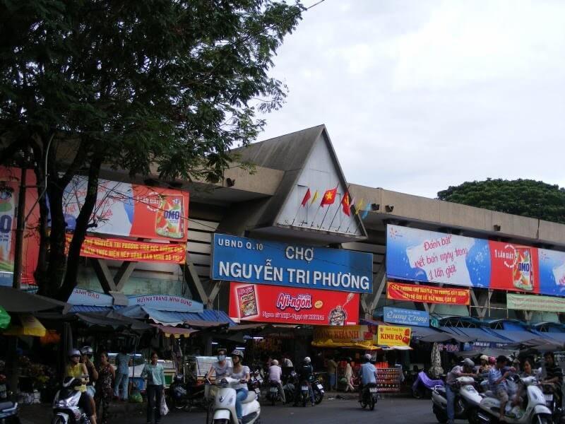 Chợ đồ si Nguyễn Tri Phương (Nguồn hình: diadiemanuong)