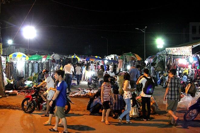 Chợ đêm làng đại học - Chợ đồ si Thủ Đức