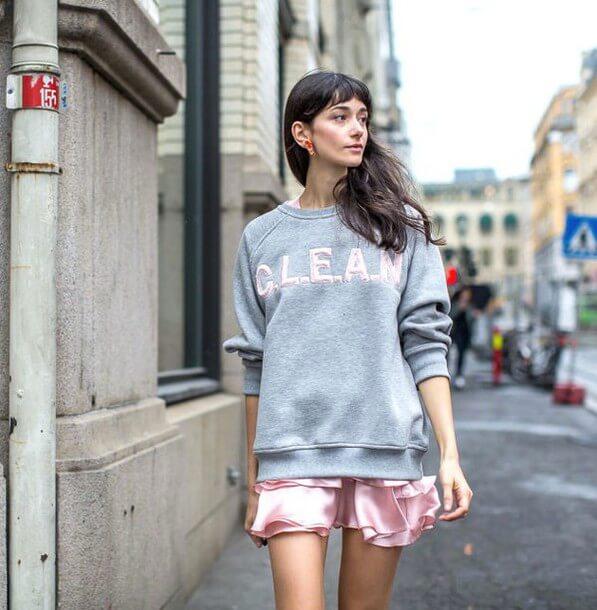 Sweater nữ phối váy ngắn Nguồn hình: wheretoget.it)