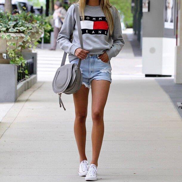 Sweater nữ phối Quần shorts (Nguồn hình: wheretoget.it)