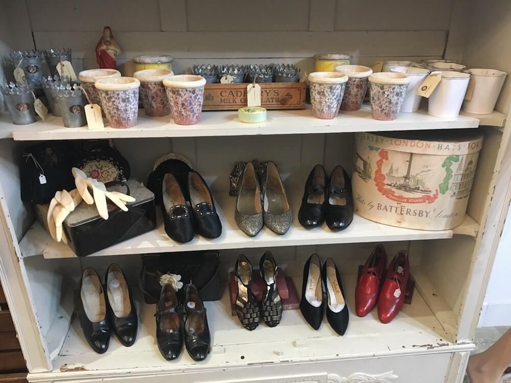 Bày trí giày công sở nữ secondhand bắt mắt