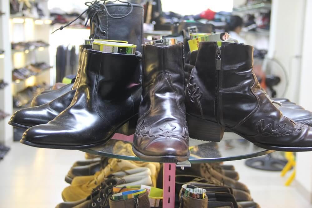 Giày boots secondhand có giá rẻ