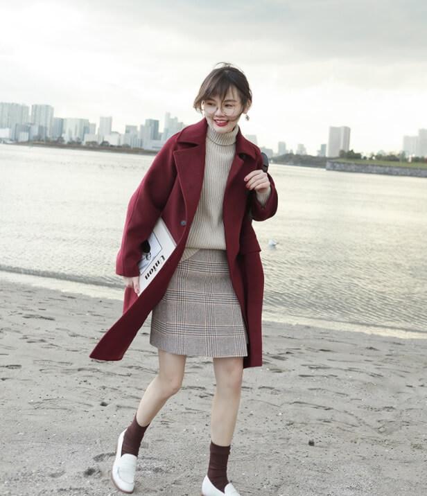 Cách phối đồ với áo khoác dạ dài cùng chân váy