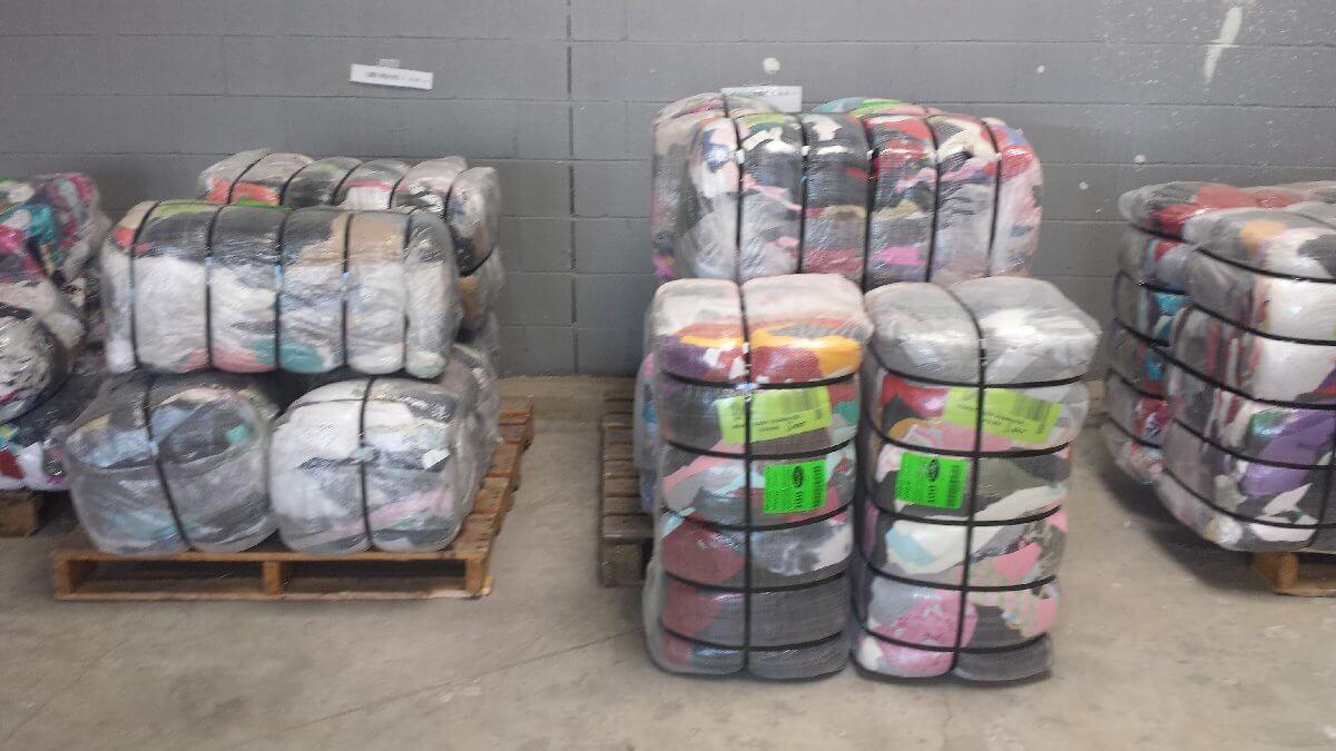 Các kiện hàng 100kg