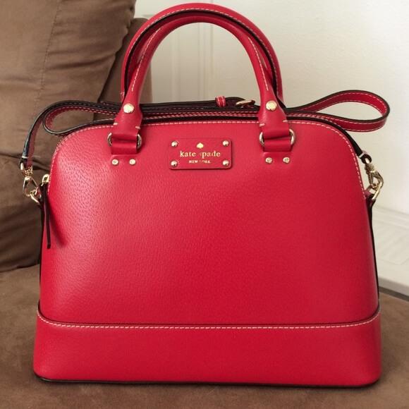 Túi xách đỏ