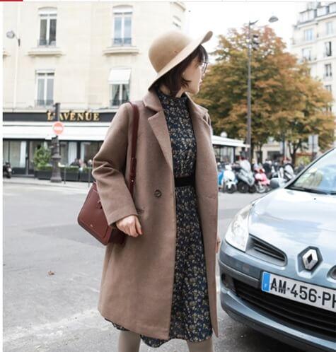 Cách phối đồ mùa đông cho nữ với đầm và áo khoác dạ