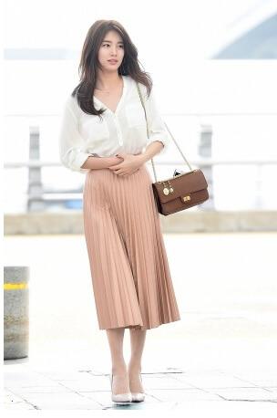 Chân váy xòe phối áo sơ mi nữ như Suzy