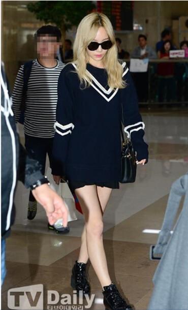 Áo len form rộng schoolsirl của Taeyeon