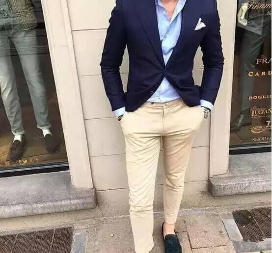 Phối đồ với quần chinos + vest