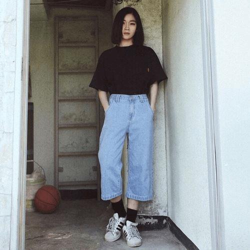 Quần Culottes jean với áo thun form rộng