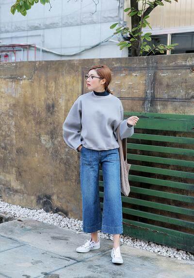 Quần jeans ống rộng nữ với áo len mỏng 3
