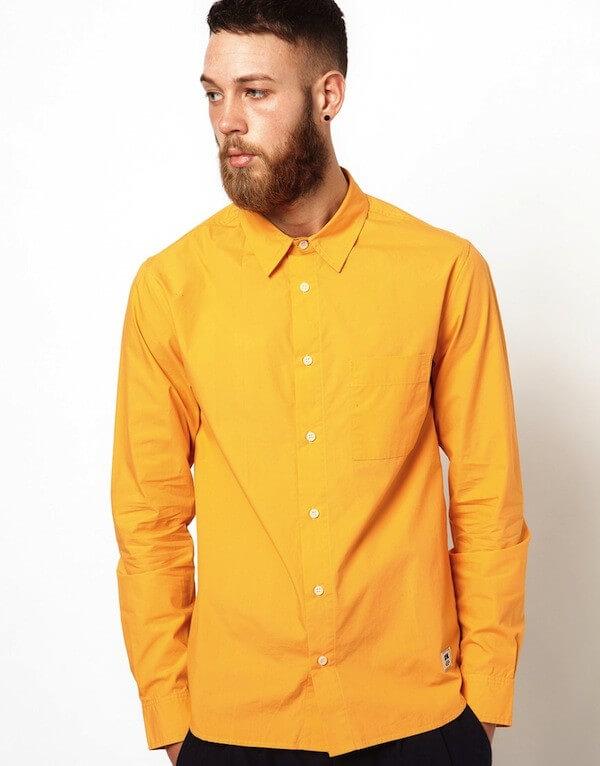 Màu vàng đậm hơn cũng hợp với cả làn da ngăm nam giới