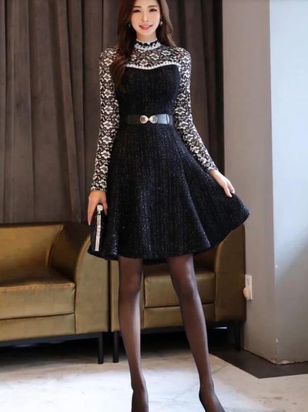 Với những chiếc đầm chiết eo thì quần vớ đen mỏng là phụ kiện tăng thêm sự quyến rũ