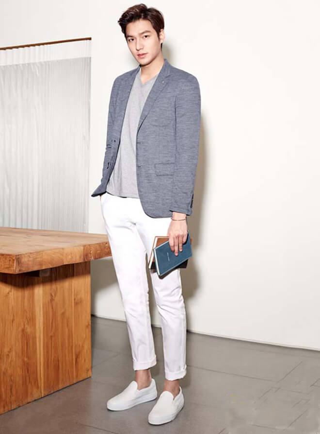 Áo vets phối áo thun sáng màu + giày lười | Đàn ông mặc vest mang giày gì đẹp?