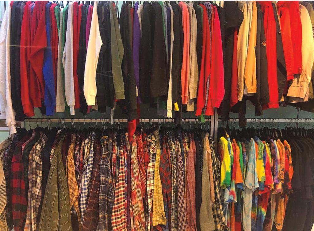 1994 Vintage clothing la shop chuyen do si nam voi nhieu ao thun va so mi dep